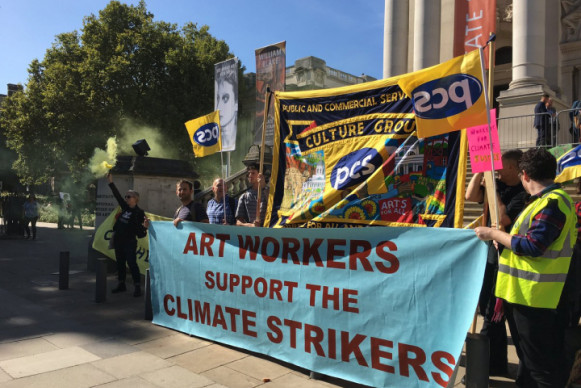 """Art Workers Support the Climate Strikers"" banner in front of Tate Britain (courtesy of PCS Tate United)"